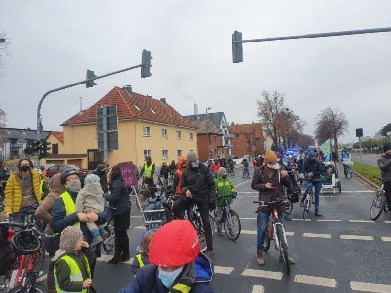 Fahrraddemo-12.12.2020-Jahrestag-Pariser-Klimaabkommen-scaled-e1607869922787
