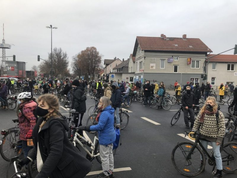 Fahrraddemo-12.12.2020-Kreuzung-scaled-e1607869952328